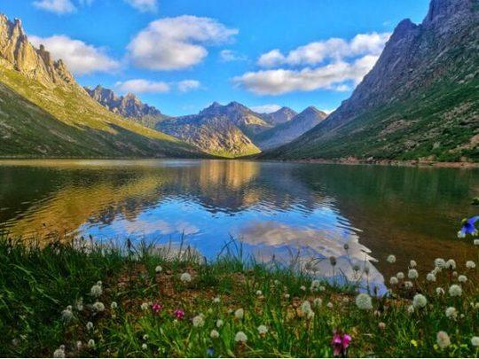 神山圣湖,由您绘制!莲宝叶则·石头山风景区重金征集logo!