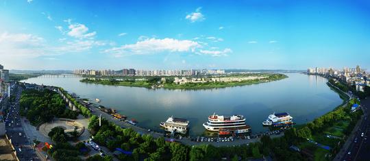 灵泉寺,仁里古镇组成,是城市河湖型与湿地型并存的水利风景区.