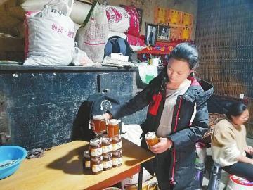"""正月初一不闲着, """"悬崖村""""村民直播卖蜂蜜"""