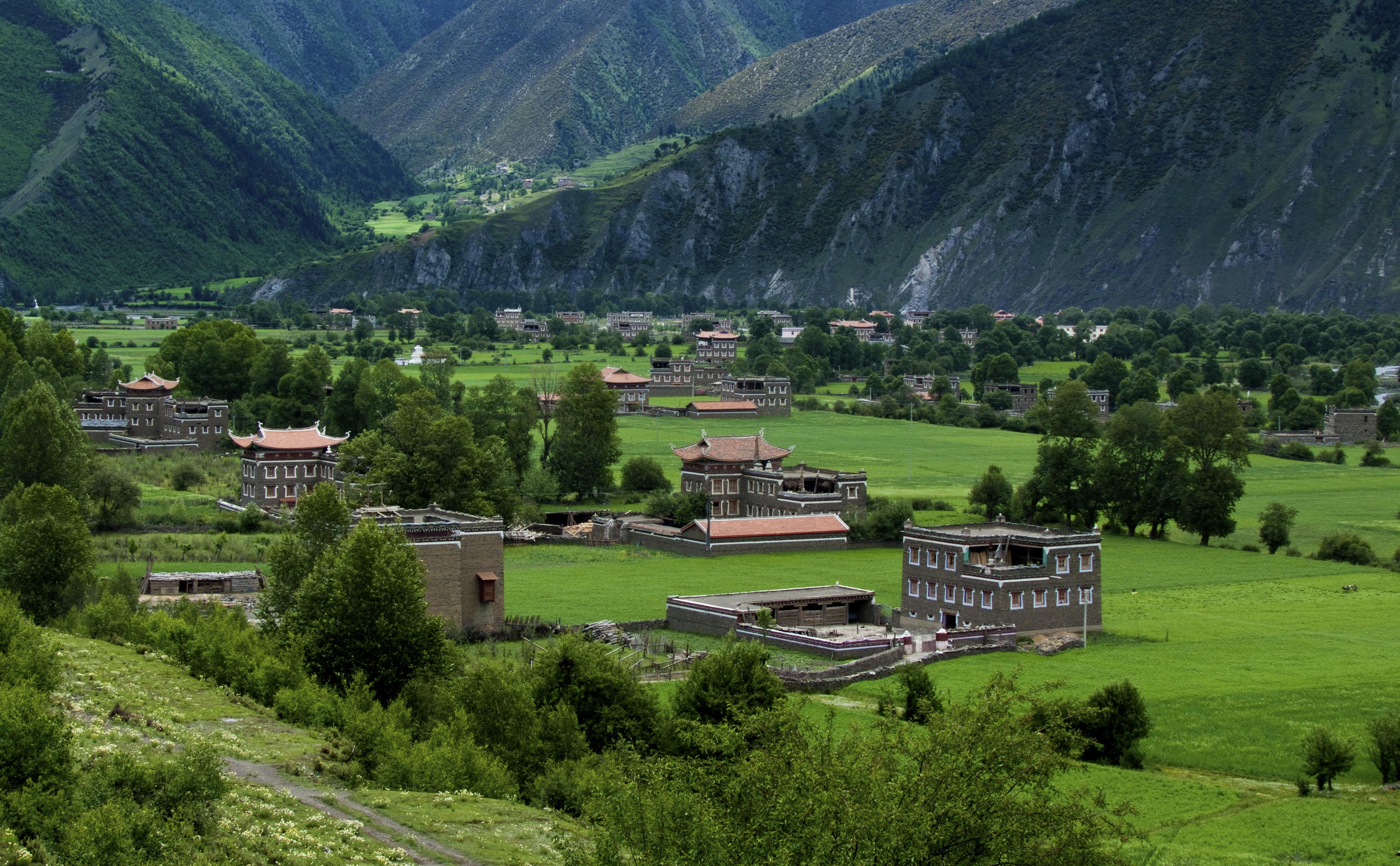 趣说甘孜丨造型别致、气势宏大的康巴藏民居