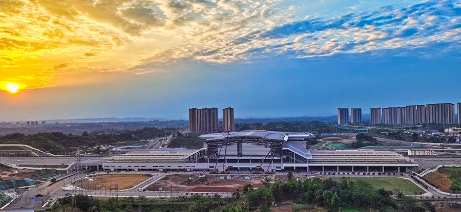 绵泸高铁内自泸段开通在即 泸州高铁站建设冲刺忙