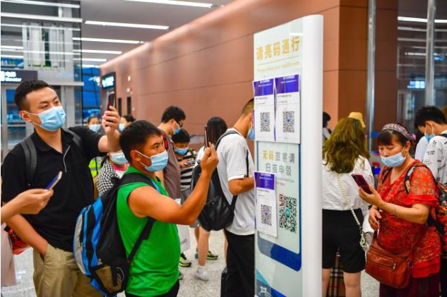 天府机场计划航班大幅调减,已全员多轮核酸检测