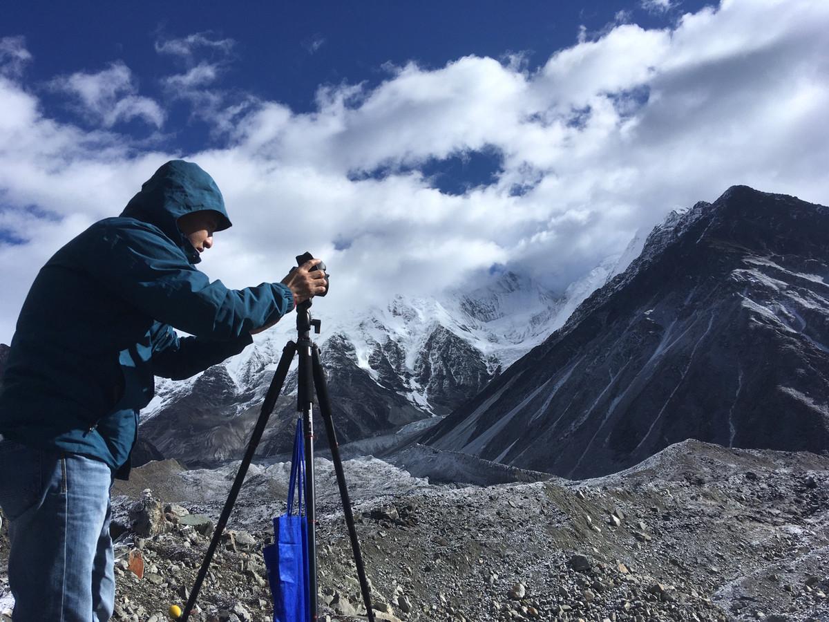 """一座观测站近四十年的科考发现贡嘎山上冰""""退""""林"""