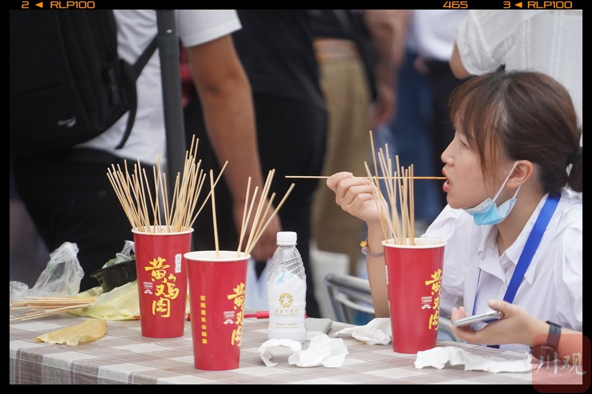 钵钵鸡麻辣烫 西博会乐山国际美食节开张了!