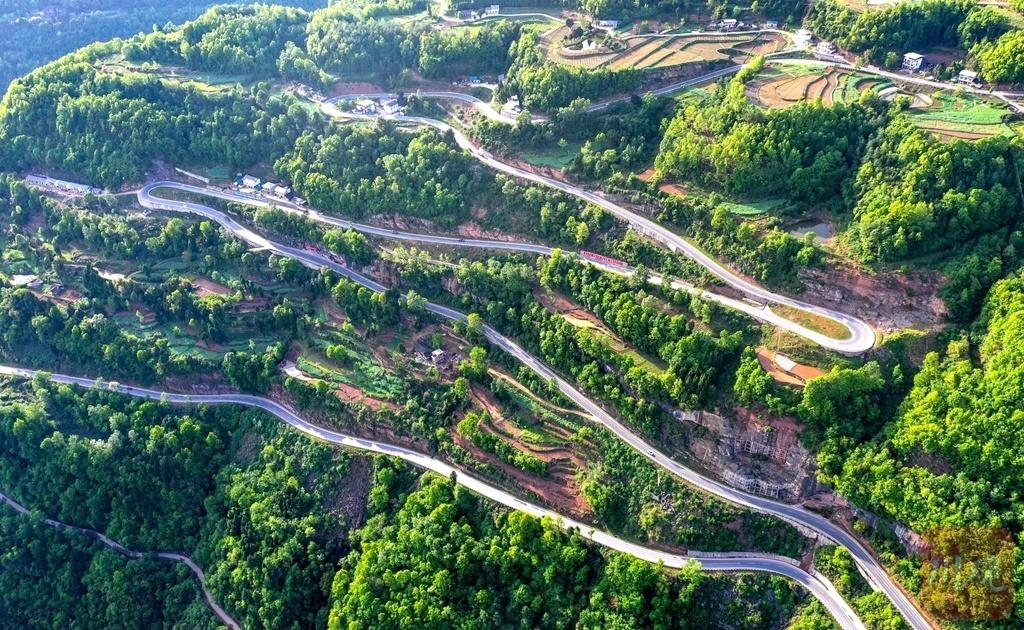 巴中通江:盘山路连乡村,促进山村经济发展